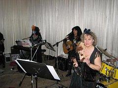 Běcharský koncert skupiny Country Ladies.