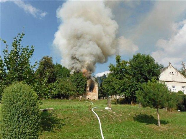Požár hospodářského stavení v Chloumku.