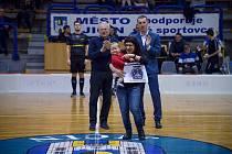 Na florbalovém zápase Michalce přispěli fanoušci i hráčky.