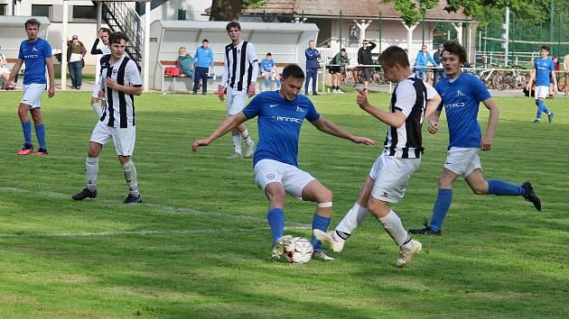 Fotbalisté Lázní Bělohradu v prvním kole Agro CS Poháru prohráli na domácím hřišti s Chlumcem nad Cidlinou B 1:2.