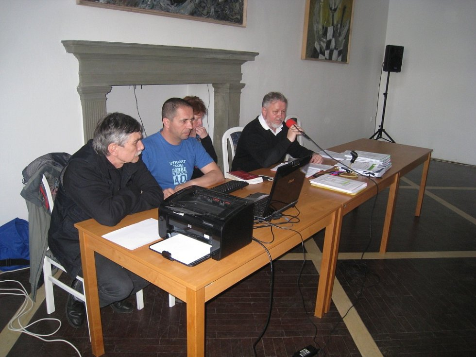 Jednání v Porotním sále o bioplynové stanici v dubnu 2014.