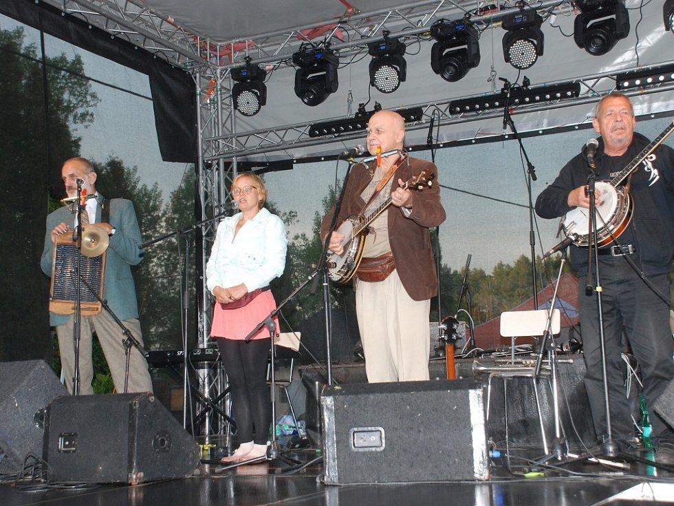 Vystoupení Banjo Bandu Ivana Mládka v Lomnici.