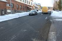 Oprava silnice I/16: silničáři zakázku nepřevzali, firma musí kvůli závadám položit koberec znovu.