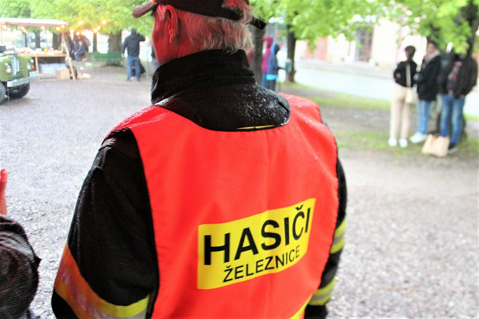 Podle lokačního Ondřeje Havlíka se štábu v Železnici natáčí skvěle. Velkou posilou jsou i místní hasiči.