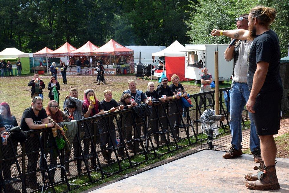 Oblíbený festival MotoLužany byl letos značně okleštěný kvůli počasí i opatřením. Přesto si jej ale návštěvníci užili.