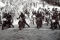 """Legendární """"zatáčky"""" se těší popularitě mezi závodníky a diváky. Připomeneme si předchozí ročníky."""
