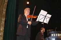 Z koncertu Jaroslava Svěceného v Hořicích.
