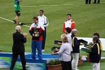 Petr Vrátil při přebírání bronzové medaile za třetí místo.