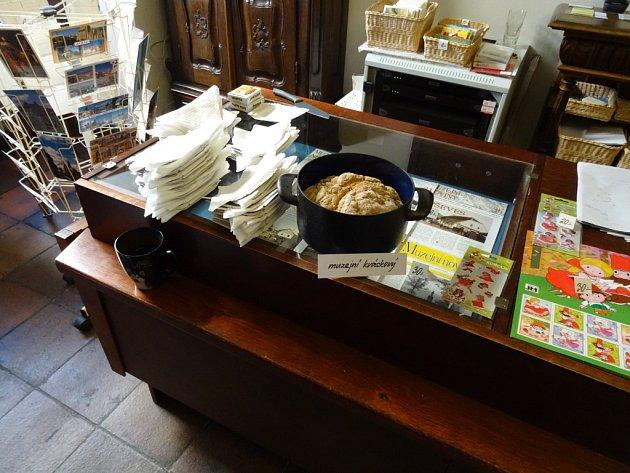 Z vernisáže v jičínskému muzeu o historii chleba.