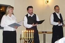 Vlednu roku 1943 nastoupilo do transportu směr Terezín 88 jičínských židovských občanů. Společnost Baševi pozvala do synagogy lidi na vzpomínku.