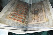 V Porotním sále je vystavena největší kniha světa - Ďáblova bible.