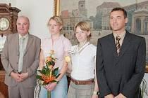 Představitelé města starosta Martin Puš a místostarosta Ladislav Brykner přijali úspěšné orientační běžkyně Sportcentra, mistryni světa Danu Brožkovou a její sestru Radku.