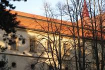 Ve studovnách jičínského zámku probíhá výuka Hospodářské fakulty Technické univerzity Liberec.