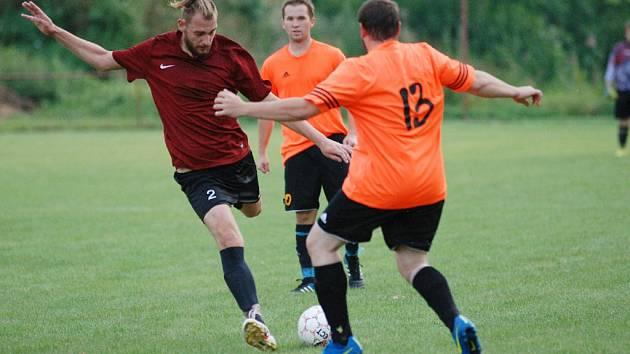 Okresní fotbal Jičíněves – Robousy.