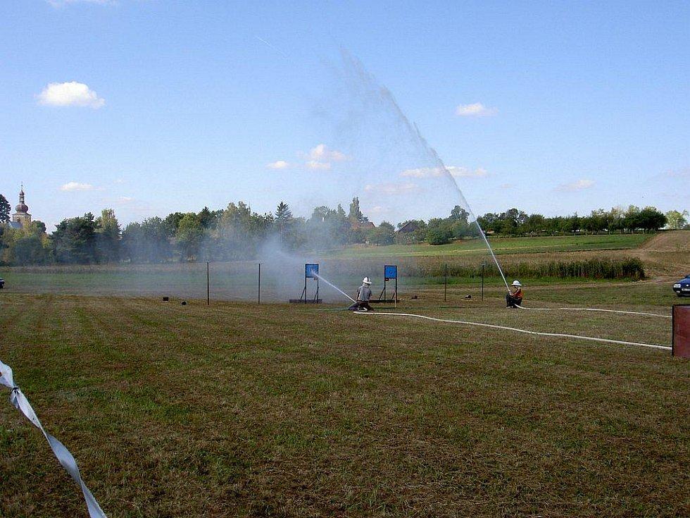 Sbor dobrovolných hasičů ve spolupráci s Obecním úřadem v Úlibicích uspořádal v sobotu 11. ročník soutěže požárních družstev s názvem Úlibický koláč.