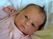 Janička Fejfarová přišla na svět 25. března s mírou 50 cm a váhou 3,65 kg. Z miminka se radují rodiče Kateřina a Jan Fejfarovi ze Staré Paky. Doma už čeká malá sestřička Anna.