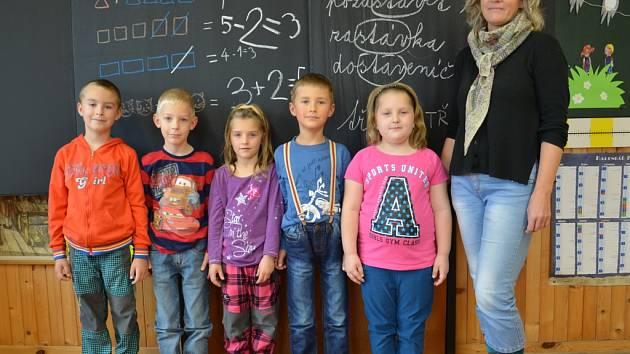 Prvňáčci ze slatinské školy.