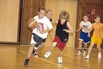 Z kempu mladých basketbalistů.