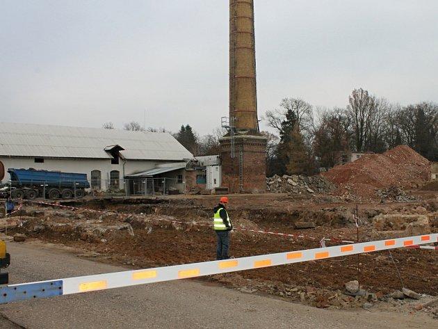 Dekontaminace půdy u bělohradského Depragu.