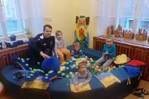 Speciální třída MŠ Husova společně s trenérem Sportovní školičky Jakubem Brožkem.