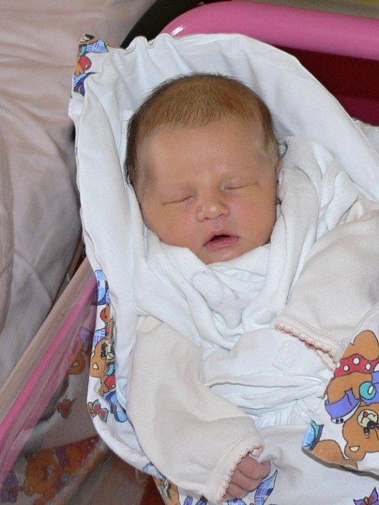 NELA JÓROVÁ věnovala svůj první úsměv rodičům Lucii a Tomáši Jórovým 7. dubna. Po narození vážila 3,25 kg a měřila 50 cm.  Své první děťátko si odvezli domů do Batína.