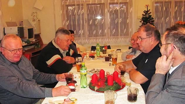 Vítání občánků v Ostružně s posezením pro seniory.