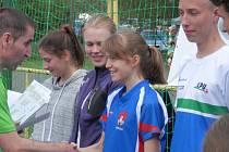 Hořická orientační běžkyně Šárka Rückerová (uprostřed) vyhrála dva závody.