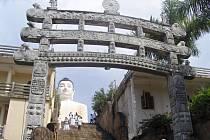 Ze Srí Lanky: komplex kamenných staveb Alughdama.