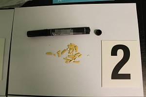 Předmět se zakázanou látkou zachycený při kontrole vězeňskou službou.