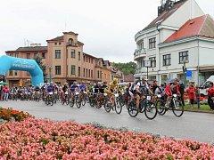 SNÍMEK z Podkrkonošského maratonu, který měl start v Lázních Bělohradu.