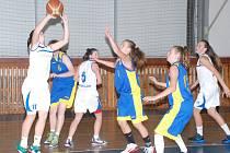 Basket starší žákyně U 15   Jičín - USK Praha.