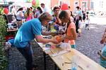Lomnice nad Popelkou - Při doslova letním počasí byl v sobotu zahájen na zdejším zámku projekt Léto na zámku 2017, který přináší do města sportovců i křupavých sucharů mnoho kulturních aktivit. Vedle hudebních a tanečních vystoupení si daly na zámku sraz