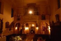 Noc v markvartickém kostele.
