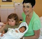 Julie Matzke se narodila 27. prosince s porodní mírou 51 cm a váhou 4,03 kg. Radost z miminka mají rodiče Vít a Hana Matzke a dvouletá sestřička Viktorka.