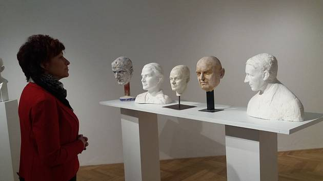 Výstavu sochařských portrétů můžete v hořickém muzeu navštívit do 1. března.