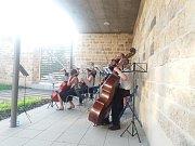 V atriu muzea zněla poprvé hudba.