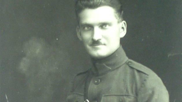 Třicetiletý Antonín Knížek nedlouho před svým příjezdem domů (17. 6. 1920).