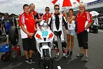 Jičínský tým SMS Racing na australském okruhu Phillip Island v rámci prvního závodu sezony Supersport.