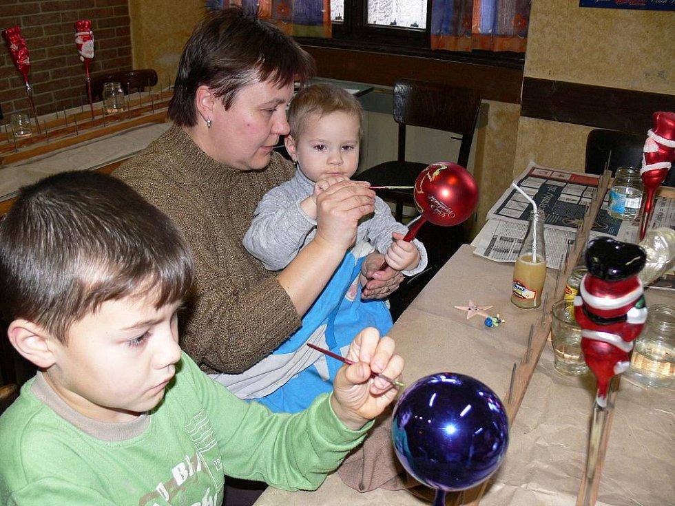 Výroba vánočních ozdob.