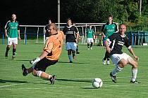 DVAKRÁT KAPITULOVAL bělohradský brankář Lukáš Čížek (vlevo).   V pohárovém utkání ho vždy překonal mladý  Robin Orct, který měl na Gothardě  debut skutečně snový.