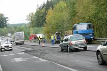 V kopci Babák na silnici I/16 na Novopacku musí řidiči v současnosti jezdit opatrně. Provoz je zde kvůli opravě vozovky sveden do dvou jízdních pruhů, komplikované je především odbočení a vyjíždění na stavskou komunikaci.