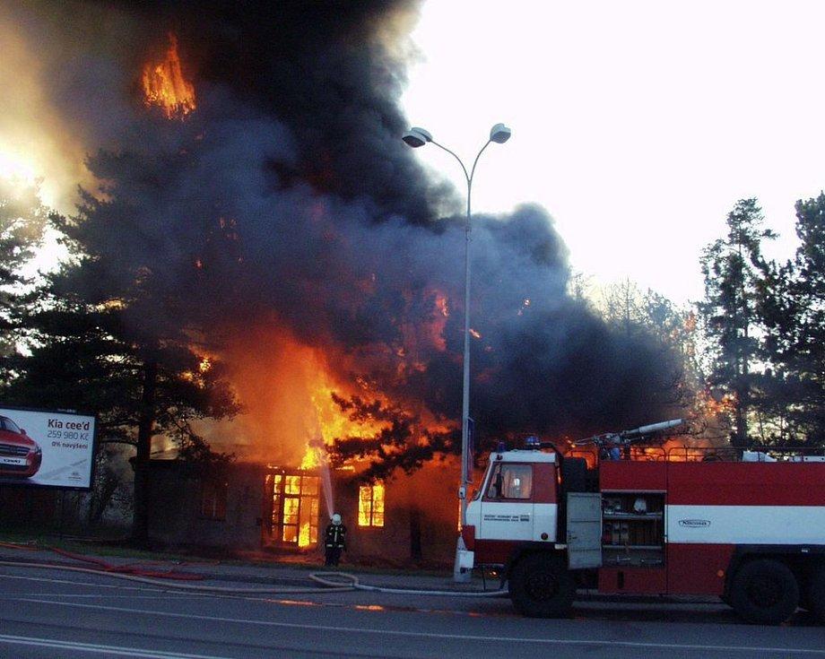 Z požáru v hradecké Kladské ulici.