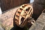 Tužínský prostřední mlýn se pyšní novým mlýnským kolem.