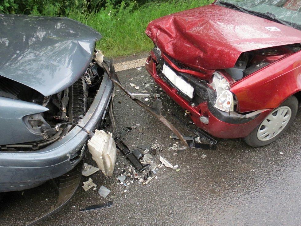 Střet dvou aut u Čejkovic.