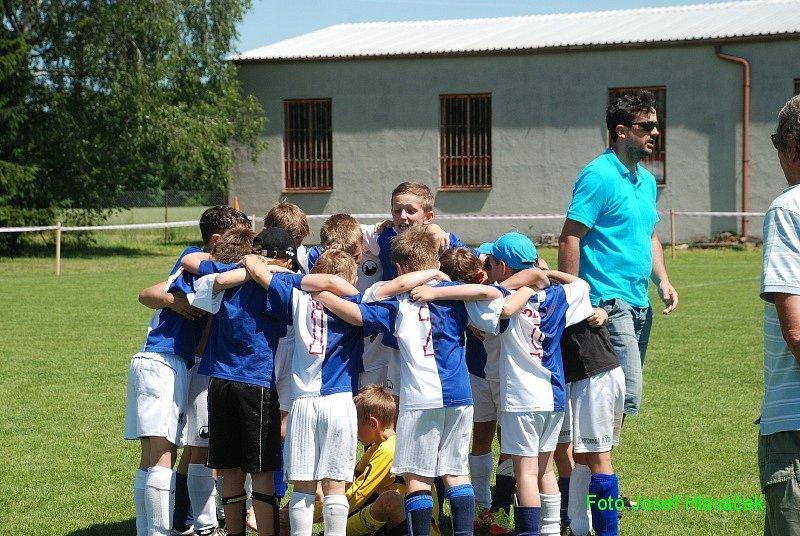 Z oslav 80 let fotbalu v Chomuticích.