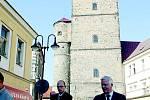 Návštěva vlastníků Deníku v Jičíně u zajímavé Valdické brány.