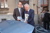 Návštěva vlastníků Deníku v jičínské redakci, DDr. Axel Diekmann se synem Alexanderem a hlavními akcionáři VLTAVA - LABE - PRESS absolvovali cestu v Královéhradeckém a Pardubickém kraji.