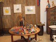 """Výstava """"Konírna imaginární"""" je otevřena od 13. dubna do 16. září v zámecké galerii jičínského muzea, denně mimo pondělí od 10 do 17 hodin."""