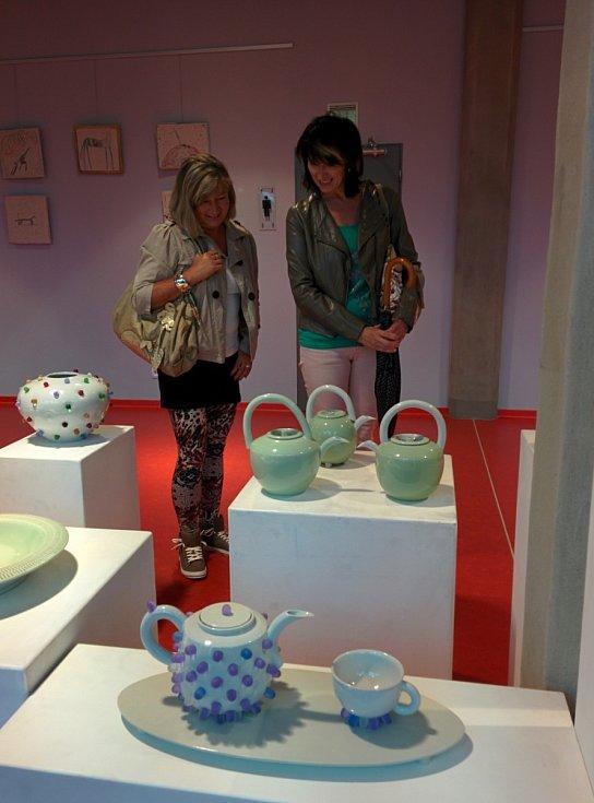 Výstava keramiky manželů Kosových.