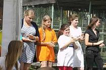 Mladí jičínští chovatelé na soutěži v Táboře.